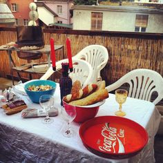 Barbecue with friends in a rooftop terrace - best way to dine with friends