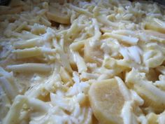 se toarna amestecul de ou smantana si condimente pe cartofi Macaroni And Cheese, Ethnic Recipes, Food, Mac And Cheese, Essen, Meals, Yemek, Eten