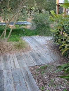 Simple and Affordable Wooden Garden Path Ideas - Garten Path Design, Landscape Design, Garden Design, Garden Path Lighting, Australian Native Garden, Path Ideas, Wooden Garden, Shade Garden, Garden Paths