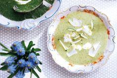 Met Griekse yoghurt maak je soepen intens romig. En deze courgette-citroensoep was op zichzelf al zo heerlijk - Recept - Allerhande