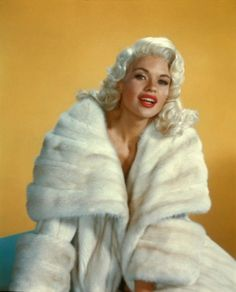 """jayne mansfield""-♡Old Hollywood♡ Old Hollywood Glamour, Golden Age Of Hollywood, Vintage Hollywood, Classic Hollywood, Vintage Fur, Vintage Glamour, Vintage Beauty, Vintage Fashion, 1930s Fashion"