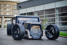 The students of ESPERA Sbarro Montbéliard built the Sbarro Eight hotrod concept. A unique melding of old school hot rod and futuristic stealth bomber, the car features a dazzling Hot Rods, Maserati 3200 Gt, Automobile, Stealth Bomber, Best Muscle Cars, Mens Gear, Transportation Design, Automotive Design, Custom Cars