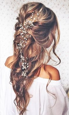 Planning on wearing a wedding dress with an open back or something with a back detail? Opt for a classic up-do hairstyle to show-off your beautiful wedding day look.   18 Most Romantic Bridal Updos And Wedding Hairstyles  ❤ See more: http://www.weddingforward.com/romantic-bridal-updos-wedding-hairstyles/ Down Hairstyles, Beach Hairstyles, Dress Hairstyles, Bridal Hairstyles, Diy Wedding Favors, Wedding Gifts, Curly Wedding Hair, Wedding Hairstyles For Long Hair, Wedding Beach