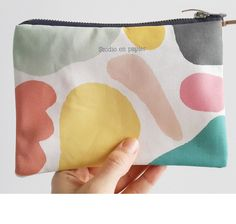 100% Organic soft cotton zip bag.  Exclusive pattern and limited edition designed by Studio en papier.
