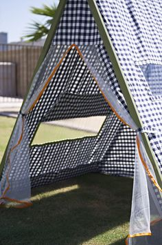 I LOVE this tent tutorial - love the windows and the fabric is removable so it can be washed!