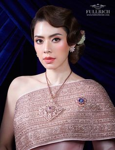 Traditional Thai Clothing, Thai Wedding Dress, Thai Fashion, Thai Dress, Traditional Wedding Dresses, Thailand, Costumes, Hair Styles, Traditional Hairstyle