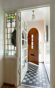 7 Styling Tips for the Styling of a House - - 7 Styling Tips for the Styling of a House – - Entry Hallway, Entryway, Entrance Foyer, Brick And Mortar, Utrecht, Stained Glass Windows, My Dream Home, Future House, Sweet Home