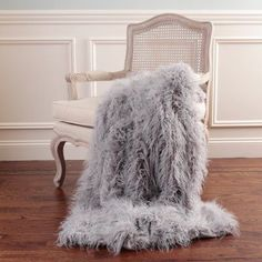 Enjoy the luxe feel of fur without any guilt with the Best Home Fashion Faux Mongolian Lamb Fur Throw. Fashioned out of polyester, the machine-washable throw is cruelty free but luxuriously soft and warm. Its velvety backing feels soft against the skin. Grey Throw Blanket, Faux Fur Blanket, Pink Blanket, Style At Home, Home Fashion, Grey Faux Fur Throw, Contemporary Blankets, Lounge, Quartos