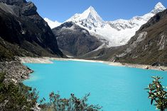 Lagon dans la Cordillère Blanche, Pérou. http://www.lonelyplanet.fr/article/perou-les-plus-beaux-sites-naturels #lagon #CordillèreBlanche #Pérou #montagne #nature #voyage
