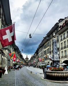 Ich hoffe ihr geniesst alle das ausklingende Wochenende. Wir sitzen gerade auf der Terrasse beim Apéro das Sightseeing in Bern war trotz dem wechselhaften Wetter toll!