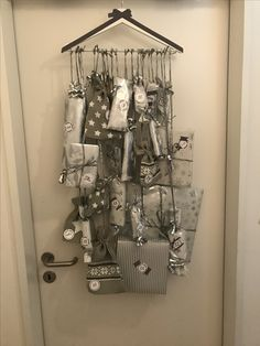 Adventskalender ❄️ - New Ideas 50 Diy Christmas Gifts, Christmas Owls, Christmas Time, Advent Calenders, Diy Advent Calendar, Decorating Your Home, Diy Home Decor, Light Decorations, Christmas Decorations