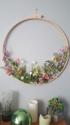 Embroidery hoop wildflower wreath- what a stunning spring decoration!I thought this was embroindery at first from the thumbnail, haha.Stickrahmen Wildflower Kranz Stickrahmen Wildflower Kranz Source DIY Spring Flower Wreath For Decoration - Page Deco Floral, Arte Floral, Home Crafts, Diy And Crafts, Arts And Crafts, Decor Crafts, Home Decor, Embroidery Hoop Crafts, Wedding Embroidery