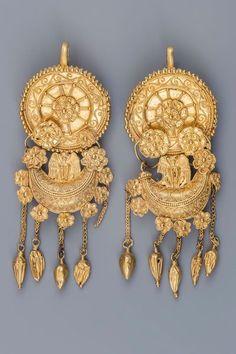 Boucles d'oreilles en or, de Moguilanskata (IVe siècle av. J.-C.).