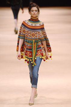 Alexander McQueen Fall 2005 Ready-to-Wear Fashion Show Collection: See the complete Alexander McQueen Fall 2005 Ready-to-Wear collection. Look 34 Knit Fashion, Boho Fashion, Fashion Show, Fashion Design, High Fashion, Bon Look, Moda Hippie, Top Mode, Mode Crochet