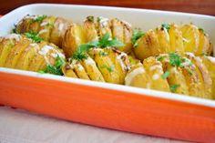 Reteta culinara Garnitura cartofi evantai din categoria Aperitive / Garnituri. Cum sa faci Garnitura cartofi evantai
