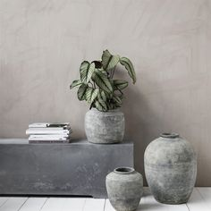 How amazing is this planter from the Danish House Doctor ? The House Doctor Rustik planter is made of fiber clay with concrete finish. House Doctor, Decor Interior Design, Interior Decorating, Decorating Ideas, Grands Vases, Concrete Finishes, Concrete Planters, Diy Concrete, Concrete Projects