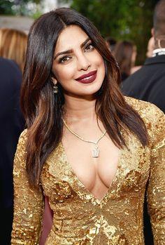 Dream Girls Photos: Cleavage Queen Priyanka Chopra dam Sexy in golden outfit Priyanka Chopra Makeup, Golden Globes, Look Chic, India Beauty, Beautiful Indian Actress, Stylish Girl, Stylish Dp, Girls Image, Bollywood Actress