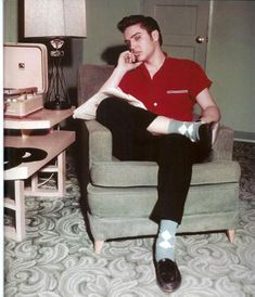 I love this for so many reasons! 1. The socks 2. The shirt 3. The hair 4. The sideburns 5. The style 6. Oh c'mon, it's Elvis! Who doesn't love Elvis? If only we still had style....