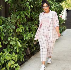 Stylish Plus-Size Fashion Ideas – Designer Fashion Tips Flattering Plus Size Dresses, Plus Size Suits, Curvy Outfits, Casual Outfits, Fashion Outfits, Fashion Tips, Plus Size Fashion For Women, Plus Size Women, Plus Size Dresses Australia