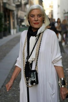 woman in Milan...well if I lived in Milan maybe I could wear the layered look....