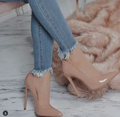 Beautiful shoes with heels for women trend 2018 - High Heels - Zapatos Fancy Shoes, Pretty Shoes, Beautiful Shoes, Me Too Shoes, Pumps Heels, Stiletto Heels, Nude Heels, Shoes High Heels, Beige High Heels