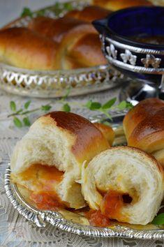 Cornuri pufoase cu gem - CAIETUL CU RETETE Dessert Recipes, Desserts, Bagel, Cake Decorating, Bread, Food, Sweets, Tailgate Desserts, Deserts