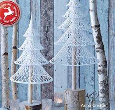 Lovely Haakpatroon Kerstboompjes uit Anna Creatief A Nederlands haakpatroon van twee kerstb. Unusual Christmas Trees, Crochet Christmas Trees, Crochet Ornaments, Handmade Christmas Decorations, Xmas Decorations, Xmas Tree, Christmas Art, Christmas Ornaments, Holiday Decor