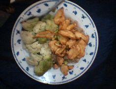 Almuerzo: brócoli-coliglor y pechuga de pollo a la paprika :P