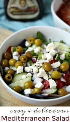Mediterranean Diet Plan An Easy and Delicious Mediterranean Salad Recipe to Make Tonight - Fancy mediterranean salad recipes sometime seem as complicated as spelling the word mediterranean. This is not one of those recipes. It's easy and delicious! Mediterranean Salad Recipe, Easy Mediterranean Diet Recipes, Mediterranean Dishes, Clean Eating, Healthy Eating, Cooking Recipes, Healthy Recipes, Delicious Recipes, Bariatric Recipes