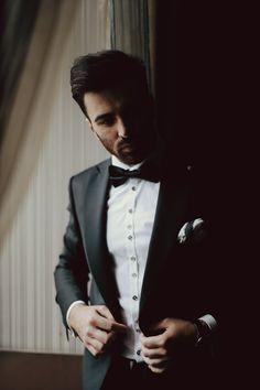 Michał, the groom  Natural light portrait during wedding preparations.  #groom #brautigam #elegant