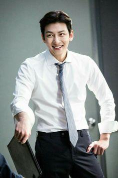 "[Drama] Ji Chang Wook looks dashing in suits in ""Suspicious Partner"" Ji Chang Wook Smile, Ji Chang Wook Healer, Ji Chan Wook, Korean Star, Korean Men, Asian Men, Park Hyun Sik, Lee Jong Suk, Eunhyuk"