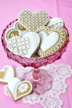 I adore lace cookies and just PERFECT as Wedding Favors. Love to get these for Valentines Day too wouldn't you?