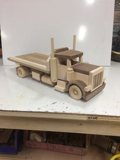 Toys wooden car buses 23 Ideas for 2019 Wooden Toy Trucks, Wooden Car, Wooden Toys, Toy Box Plans, Wood Toys Plans, Wood Projects, Woodworking Projects, Diy Toy Box, Diy Play Kitchen