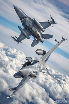 Two Fighting Falcon breaking formation, Polish Air Force.