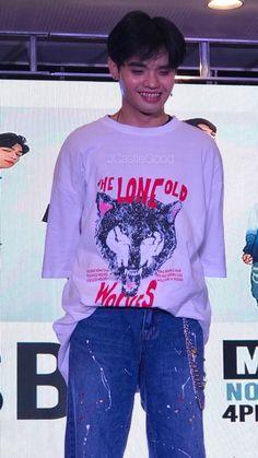 Korean Entertainment Companies, Boyfriend Material, Boy Groups, Singers, Christmas Sweaters, Smile, Heart, Music, Mens Tops