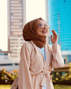 Smile, 💝💌 the moon needs a competitor🌸 . Hijab Chic, Modest Fashion Hijab, Hijab Style, Casual Hijab Outfit, Muslim Fashion, Fashion Outfits, Fashionista Trends, Hijabi Girl, Girl Hijab
