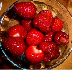 Strawberries Require deep, rich bed Good plants, some varieties require fertilization Decide if you want one season or everbearing plants At the end of the season cut them near to ground, but do nut cut the crown Cover bed in spring with new straw or manure to keep soil cool and damp, free of weeds.
