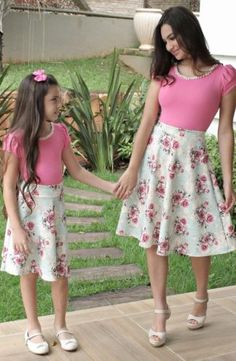 This mother and daughter stuff is gone to far Mom; I am a boy not a little girl - really mother get a girl! Mom And Baby Outfits, Mother Daughter Matching Outfits, Mother Daughter Fashion, Mom Daughter, Family Outfits, Pink Outfits, Girls Dresses Sewing, Mommy And Me Shirt, Kids Suits
