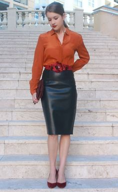 Very lovely flower-draped outfit. Orange blouse, black leather skirt with lipstick-colored beaded sash/corsage belt, and pocketbook. Skirt Outfits, Sexy Outfits, Dress Skirt, Work Outfits, Black Leather Pencil Skirt, Leder Outfits, Orange Blouse, Satin Blouses, Leather Dresses