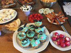 Halloween cupcakes, oreos and more.