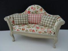 Dollhouse sofa with roses made by Jolanda Knoop