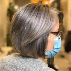 Over 60 Gray Bob with Platinum Highlights Short Grey Haircuts, Grey Bob Hairstyles, Mom Hairstyles, Grey Hairstyle, Layered Hairstyle, Classy Hairstyles, Older Women Hairstyles, Hair Styles For Women Over 50, Hair Color For Women