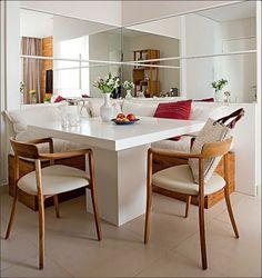 """9,324 curtidas, 59 comentários - Casa e Jardim (@casaejardim) no Instagram: """"Ao usar dois espelhos perpendiculares, como nesta sala de jantar, a sensação de amplitude é muito…"""""""