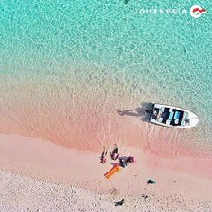 Komodo, Komodo, Indonesia — by Sri Agustin. The Romantic Pink Beach of the Komodo Islands Indonesia Travel Honeymoon Backpack Backpacking Vacation Rosa Strand, Places To Travel, Places To See, Timor Oriental, Bali, Gili Air, Komodo Island, Pink Sand Beach, Island Tour