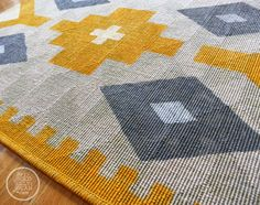 DIY Painted Kilim Rug - don't love the colors, but good instructions