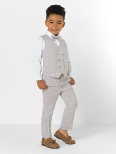 Shop for boys grey waistcoat suit at Roco. Perfect as a page boy suit with free UK delivery & 30 day returns. Kids Wedding Suits, Wedding Outfit For Boys, Wedding With Kids, Cute Kids Fashion, Toddler Fashion, Boy Fashion, Light Grey Suits, Black Suits, Boys Formal Wear