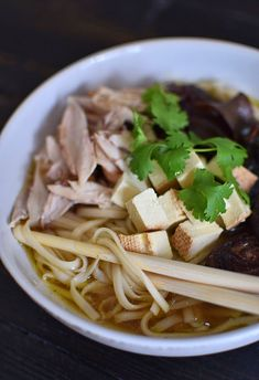 Ramen z kurczakiem i wędzonym tofu - etap 1 Tofu, Ramen, Spaghetti, Ethnic Recipes, Fit, Shape, Noodle
