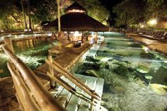 www.trippics.com | Que tal aproveitar que o frio está chegando e tirar uns dias pra relaxar no complexo de águas termais de Rio Quente, em Goiás? Faz bem pro corpo e pra alma!