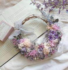 YUKAさんはInstagramを利用しています:「* wedding wreath bouquet💐 優しい色のドレスと色白な花嫁さまにピッタリで想像するだけで幸せな気持ち…💕 オーダーありがとうございました(*´˘`*)♡ * * 素敵なweddingになりますように…🕊️✨ * * 今日も連投させて下さいね…💦 *…」 Wedding Reception Flowers, White Wedding Bouquets, Bride Flowers, Wedding Wreaths, Craft Wedding, Bride Bouquets, Purple Wedding, Wedding Themes, Floral Wedding