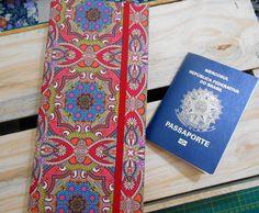 Com esse porta passaporte duplo, sua viagem vai será mais chic e organizada. Veja mais detalhes em: http://www.elo7.com.br/atelieartesbelas